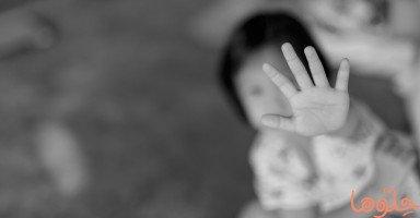 أب سعودي يضرب ابنته بالشاكوش.. هكذا يؤثر العنف على طفلك