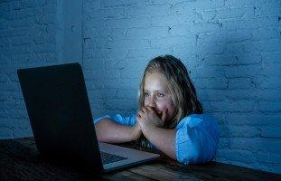 التحرش بالأطفال عبر مواقع التواصل الاجتماعي