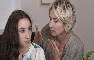 أسباب كره البنت لأمها وحلول للعلاقة المتوترة بين الأم وابنتها