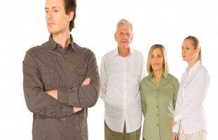 كيف تتعامل الزوجة مع كره الزوج لأهلها؟