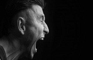 الصراخ في المنام وتفسير حلم الصياح بالتفصيل