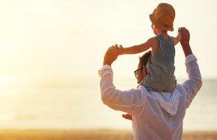 تضحيات الأب لضمان مستقبل الأبناء