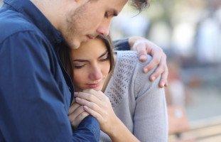 حلّ الخلافات الزوجية بالعناق!