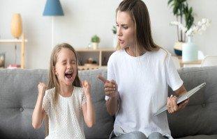 كيف يفسد الأهل تربية أبنائهم؟!