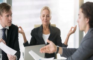 كيف يتعامل الأذكياء مع الضغوطات؟