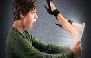 كيف تحمي ابنك المراهق من خطر المواقع الإباحية؟