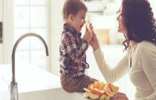 تغذية الطفل وتنمية مهاراته