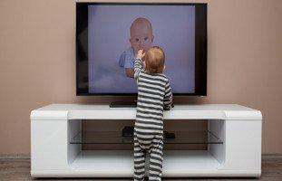 تأثير التلفزيون على الأطفال حديثي الولادة