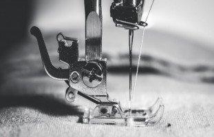 الخياطة في المنام وتفسير رؤية الخيط والإبرة