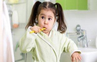 كيف تعلّمين طفلك أفضل العادات الصحية؟