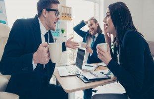 خطورة الشائعات على بيئة العمل