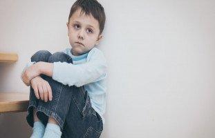 أسباب اكتئاب الأطفال وعلاجه