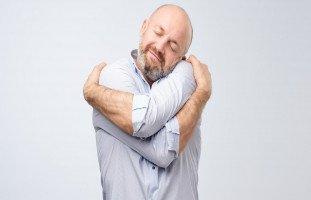فوائد العناق للصحة الجسدية والنفسية