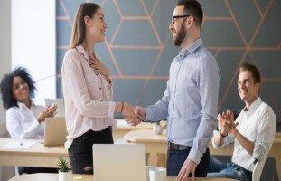 تحسين الوضع الوظيفي والتدرج في المنصب