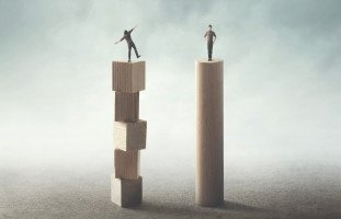 هل تتأثر بسلبيات الآخرين أم تستفيد منها؟