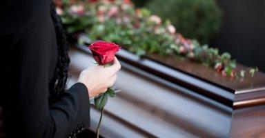 ما تفسير رؤية جنازة في منامي