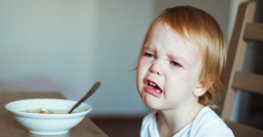 طفلي يخاف من بلع الطعام