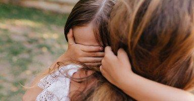 كيف أجعل ابنتي الصغيرة تتقبل زوجي