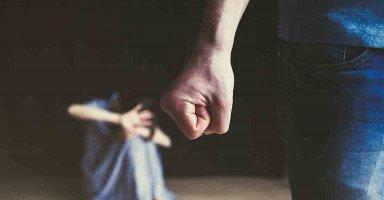 العنف والضرب طبع زوجي هل أعود له