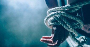 حياتي إنقلبت بعد أن طلقت زوجتي وتفننت بتعذيبها