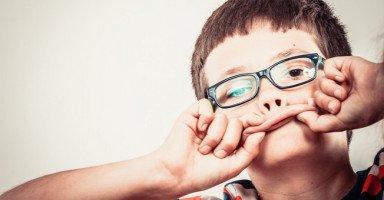 ابني أصبح كلامه وسلوكياته غير مقبولة فما الحل؟