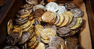 بسبب ديونه أبي أصبح مهووساً في التنقيب عن الذهب