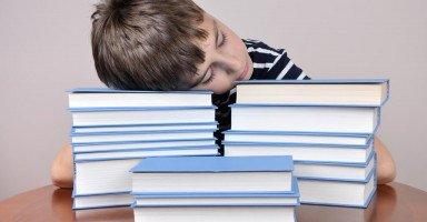 ابني يعاني من قله التركيز فكيف أساعده؟