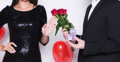 زوجي فعل المستحيل من أجلي لكني لا أحبه وأفكر بالطلاق لأتزوج حبيبي