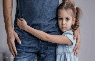 كيف أساعد طفلتي بالتخلص من مخاوفها؟
