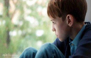 ابني يضيع مني والسبب والده، فما الحل؟