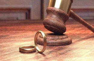 هل يحق لي متابعة زوجتي قانونياً؟