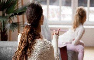 افرغ عصبيتي على بناتي وعندما أهدأ اندم بشدة، فما الحل؟