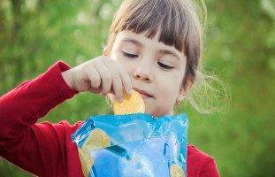 حبهم للشيبس والعصير والحلويات سيقضي على بناتي