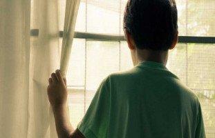ابن أختي يرفض الخروج من غرفته، كيف أشركه بالعالم الخارجي؟