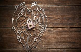 خائفة أن يؤثر فرق السن على علاقتنا بعد الزواج