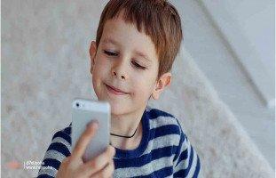 ابني لا يجلس هادئ إلا إذا أخذ هاتفي، فما الحل؟