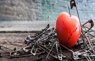 اختبار العلاقات: هل تخاف الصداقات المقربة والحميمية في العلاقات؟