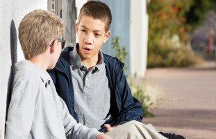 علاقة المراهق بأصدقائه | حلوها